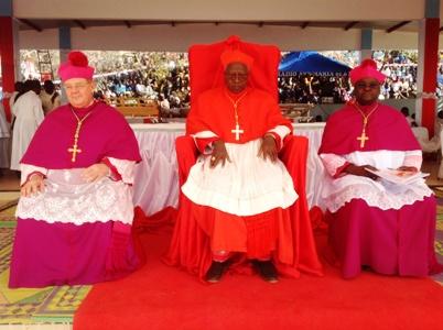 Louange d'une nation à Dieu pour le don du cardinalat.