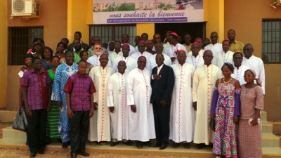 Les évêques de la CEBN avec le recteur et quelques membres de l'administration de l'USTA