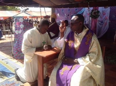 Le curé de la nouvelle paroisse de Sourgbila est installé