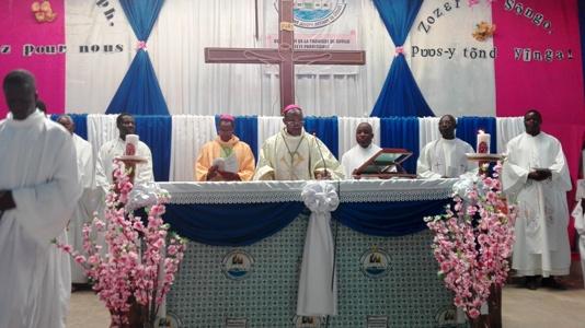 Diocèse de Manga: Mgr Gabriel SAYAOGO ouvre la paroisse de Gogo.