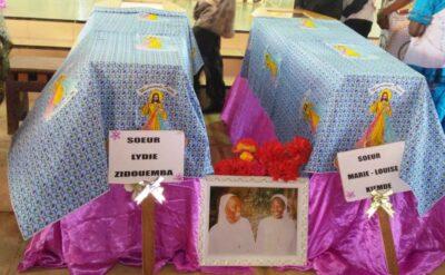 Cercueils des des religieuses à la messe d'enterrement