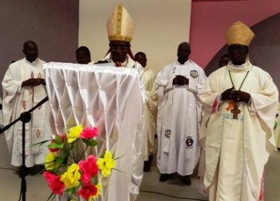 Mgr Modeste et quelques proùmotionnaires