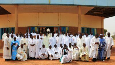 Vue des participants au sortir de la Messe