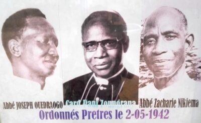Les trois premiers prêtres ordonnés du Burkina