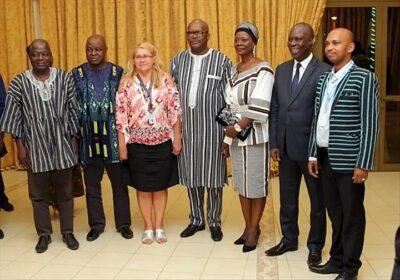 Le président du Faso, entouré ss AO