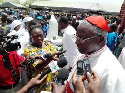 Le cardinal Philippe à la fin de la messe