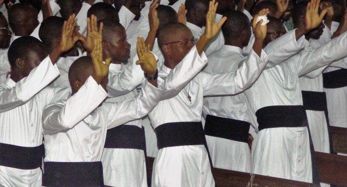 RITE D'ADMISSIO ET DE PRISE DE SOUTANES POUR 60 SÉMINARISTES